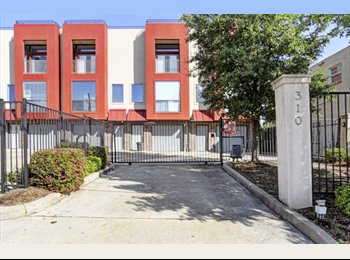 East Downtown Home with beautiful rooftop terrace - ALL...