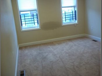Large bedroom w/ large closet in cozy SE Balto rowhouse