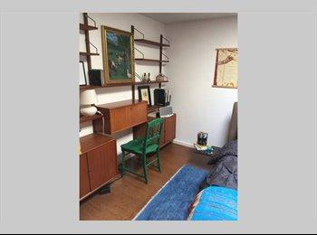 Private room in Alki Beach house