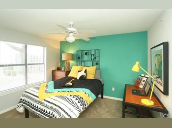 Private room and private bathroom 10 minutes from downtown!...