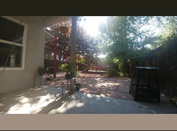 EasyRoommate US - Get more for your money - bedroom available in large townhouse with great yards!, Los Ranchos de Albuquerque - $500 /mo