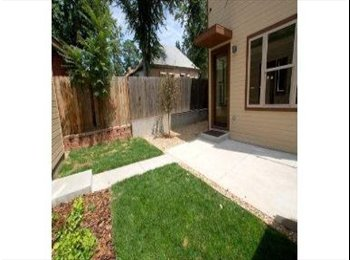 Modern Townhome, great location in the Highlands, 5 minutes...