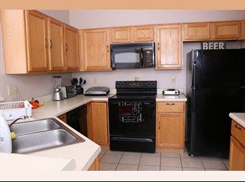 EasyRoommate US - Beautiful Master Bedroom for Rent!, Tucson - $550 /mo