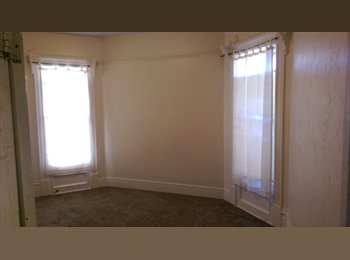 Students/Professionals******Spacious Room For Rent