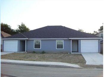 EasyRoommate US - Single Family Home, San Antonio - $720 /mo
