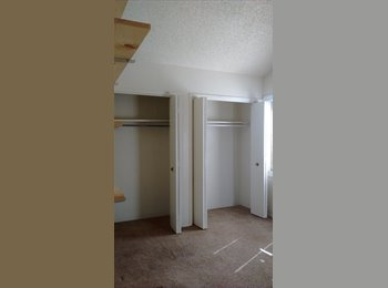 EasyRoommate US - Master bedroom with bathroom available now. Need move in by Oct. 1st, Layton - $500 /mo