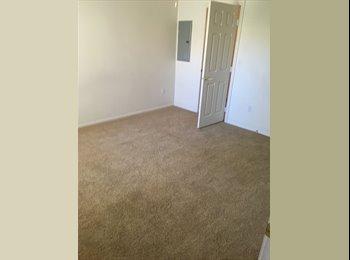 EasyRoommate US - Centennial hills room $450 , Cimarron Springs - $450 /mo