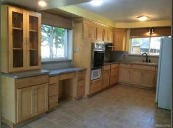 EasyRoommate US - Room Available for Interns/Students/Young professionals, Clawson - $600 /mo