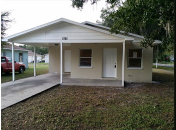 EasyRoommate US - A room is available in a 2 br house with a park in front, Plant City - $600 /mo