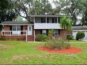 EasyRoommate US - Clean female roommate needed. Beautiful house Ft. Caroline, Jacksonville - $700 /mo