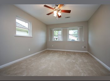 EasyRoommate US - Large bedroom/ renovated house in Oak Forest, Oak Forest/Garden Oaks - $800 /mo