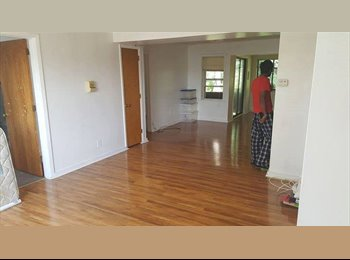 EasyRoommate US - Extremely spacious 2 BHK apartment at Squirrel Hill (Intersection of Murray and Hobart), Wilkinsburg - $600 /mo