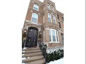 Newly remodeled apartment in west loop walk up!