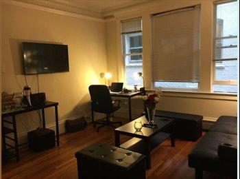 Spacious Studio with Hardwood Floors (lower nob hill)