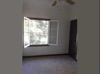 Room for rent in Hancock Park/Koreatown