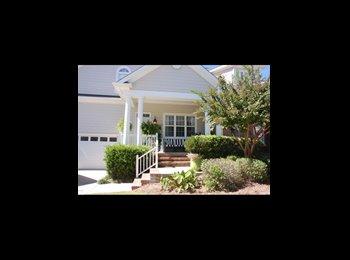 Large Downstairs Master Bedroom Close To Carolina Beach