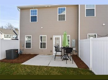 EasyRoommate US - share a new townhouse with female professional!, Windsong Trails - $600 /mo
