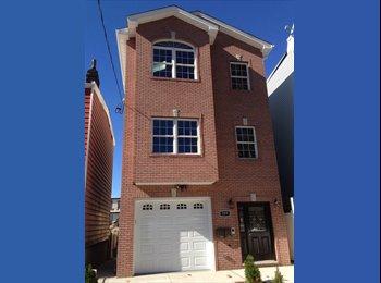 EasyRoommate US - Roommate Wanted- Immediate Move In, Hoboken - $900 /mo