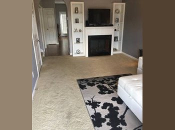 Room for Rent: Townhome close to DT Nashville