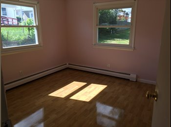 $625 Large spacious room 2 miles away from sacred heart...