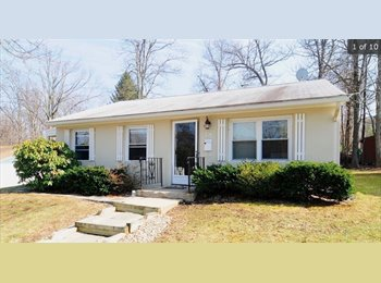 EasyRoommate US - Room available in cute two bedroom house!!, Worcester - $550 /mo