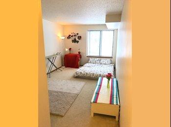 EasyRoommate US - Available private Room & Bathroom , Summit - University - $450 /mo