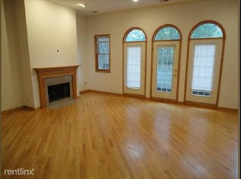 New Lincoln Park 3-flat (top floor) room available