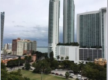 EasyRoommate US - $900.- Location!!! Rent 1 bedroom  w/private Bathroom in a 3bd/2ba Luxury Apartment., Edgewater - $900 /mo