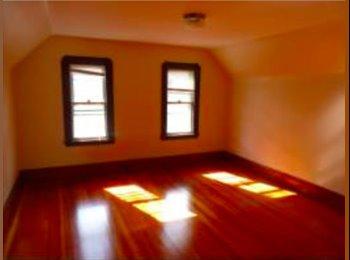 EasyRoommate US -  Large bedroom in Renovated Duplex Short Walk to Davis, Medford - $850 /mo