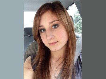 Lindsey - 19 - Student