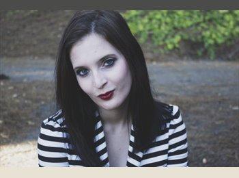 Amanda - 18 - Student