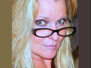 EasyRoommate US - Laura - 45 - Orange County
