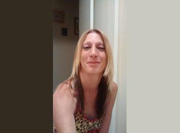 EasyRoommate US - Michelle - 37 - Southeast California