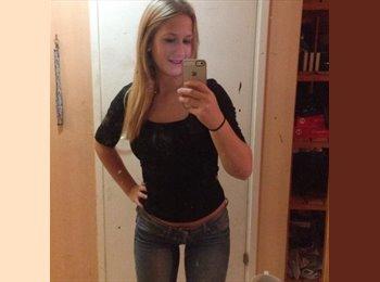 Felicia - 19 - Student