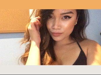 Alyssa I. - 23 - Professional