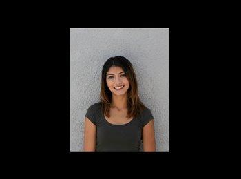 Daniela  - 21 - Student