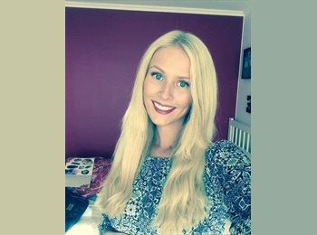 Karoline Oelander - 19 - Student