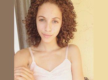 Daniela - 18 - Student