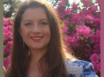 Olivia  - 19 - Student