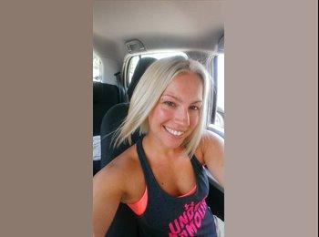 EasyRoommate US - Christina - 25 - Galveston