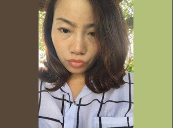 Laura - 30 - Student