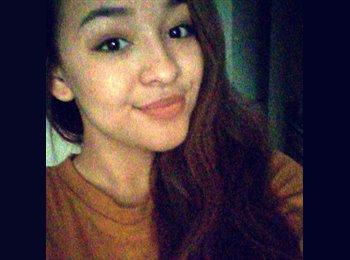 Alyssaa - 18 - Student