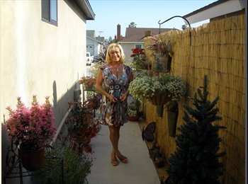 EasyRoommate US - Donna  - 55 - Orange County