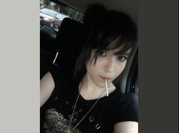 Elizabeth  - 21 - Student