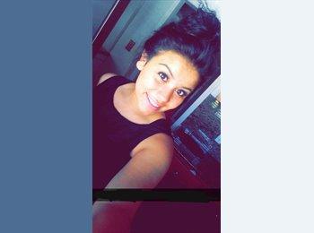 Jazmin Robles - 19 - Student