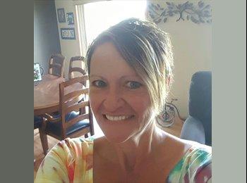 EasyRoommate US - Debbie Franks - 53 - Macalester - Groveland