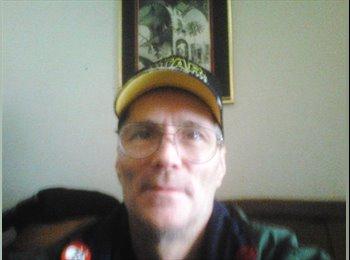 EasyRoommate US - Anthony - 52 - Ashville