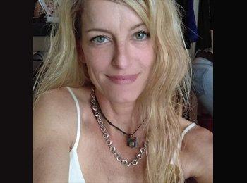 EasyRoommate US - Caroline Goodrich - 40 - San Francisco