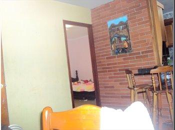 CompartoApto VE - Habitacion comoda para dama sola, Caracas - BsF 28.000 por mes