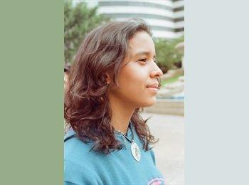 Daniela - 24 - Profesional